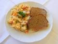 Domácí sekaná, lehký bramborový salát